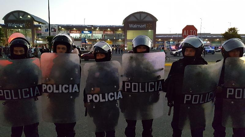 Business leaders said some 1,000 shops and companies had been looted or vandalized as looting and protests against a gasoline price increase erupted for a fifth day (AFP Photo/JOSE CASTAÑARES)