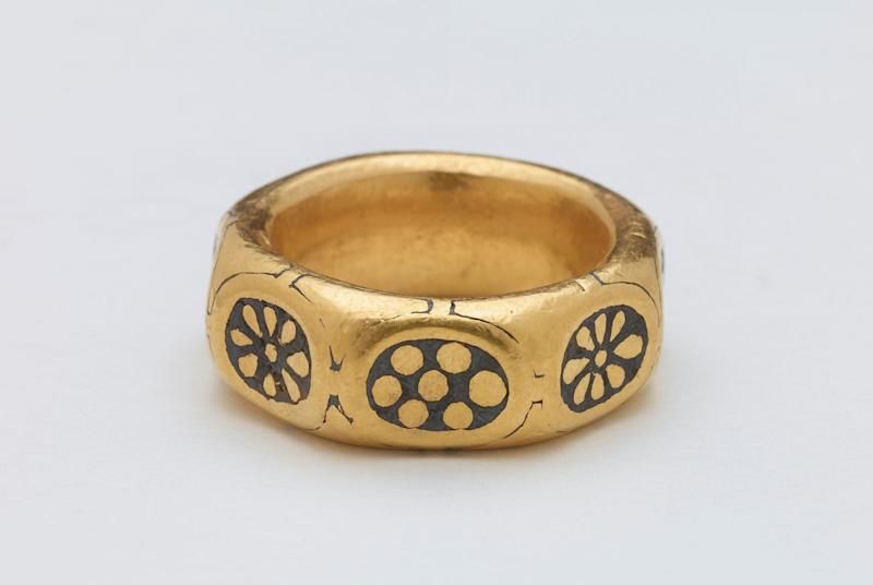 A gold ring (PA)