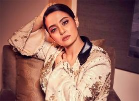 'Sacred Games' star Surveen Chawla doesn't take a page from Jojo's book, opens up about postpartum depression