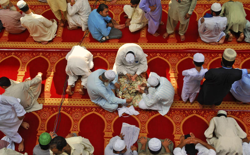 During Ramadan, Pakistanis dodge tax collectors