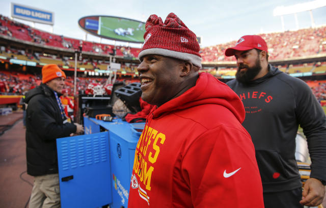 """<a class=""""link rapid-noclick-resp"""" href=""""/nfl/teams/kansas-city/"""" data-ylk=""""slk:Kansas City Chiefs"""">Kansas City Chiefs</a> offensive coordinator Eric Bieniemy smiles as he walks off the field during a win in 2018. Bieniemy was up for several head coaching jobs this offseason. (Getty)"""