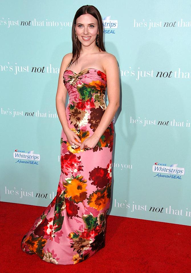 "The floral Oscar de la Renta gown is up for debate, but there's no denying the success of Scarlett Johansson's updated 'do. Her straightened brunette locks are absolutely lovely. Steve Granitz/<a href=""http://www.wireimage.com"" target=""new"">WireImage.com</a> - February 2, 2009"