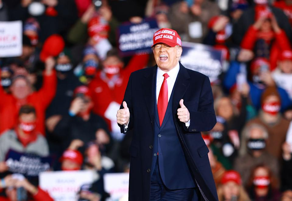 US President Donald Trump give thumbs up at campaign rally