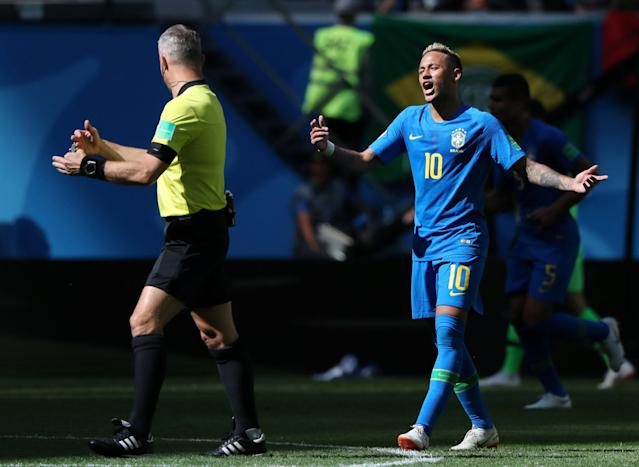 Soccer Football - World Cup - Group E - Brazil vs Costa Rica - Saint Petersburg Stadium, Saint Petersburg, Russia - June 22, 2018 Brazil's Neymar appeals to referee Bjorn Kuipers REUTERS/Marcos Brindicci