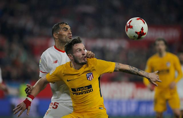 Soccer Football - Spanish King's Cup - Quarter Final Second Leg - Sevilla vs Atletico Madrid - Ramon Sanchez Pizjuan, Seville, Spain - January 23, 2018 Atletico Madrid's Saul Niguez in action with Sevilla's Gabriel Mercado REUTERS/Jon Nazca