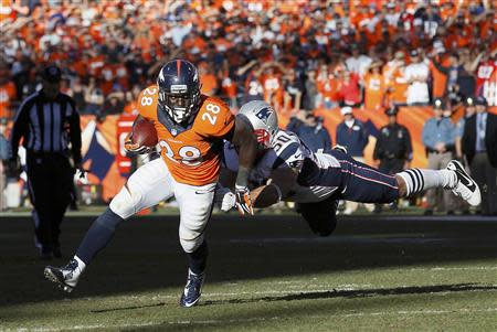Denver Broncos running back Montee Ball (L) breaks away from New England Patriots Rob Ninkovich during the fourth quarter in the NFL's AFC Championship football game in Denver, January 19, 2014. REUTERS/Rick Wilking