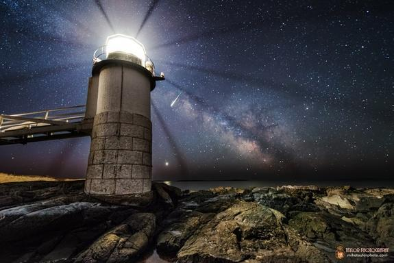 Wow! Dazzling Meteor Streaks Over Maine Lighthouse in Spectacular Photo