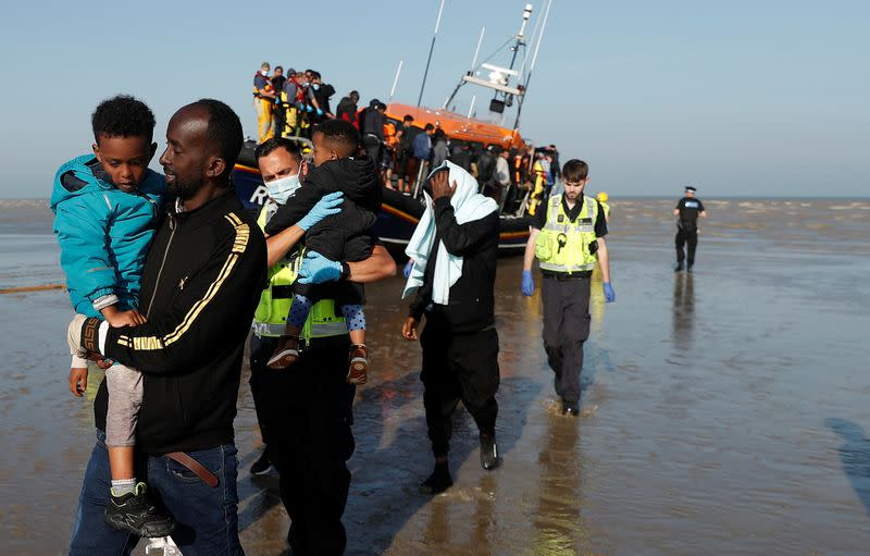 Rescued Migrants arrive on RNLI boat at Dungeness