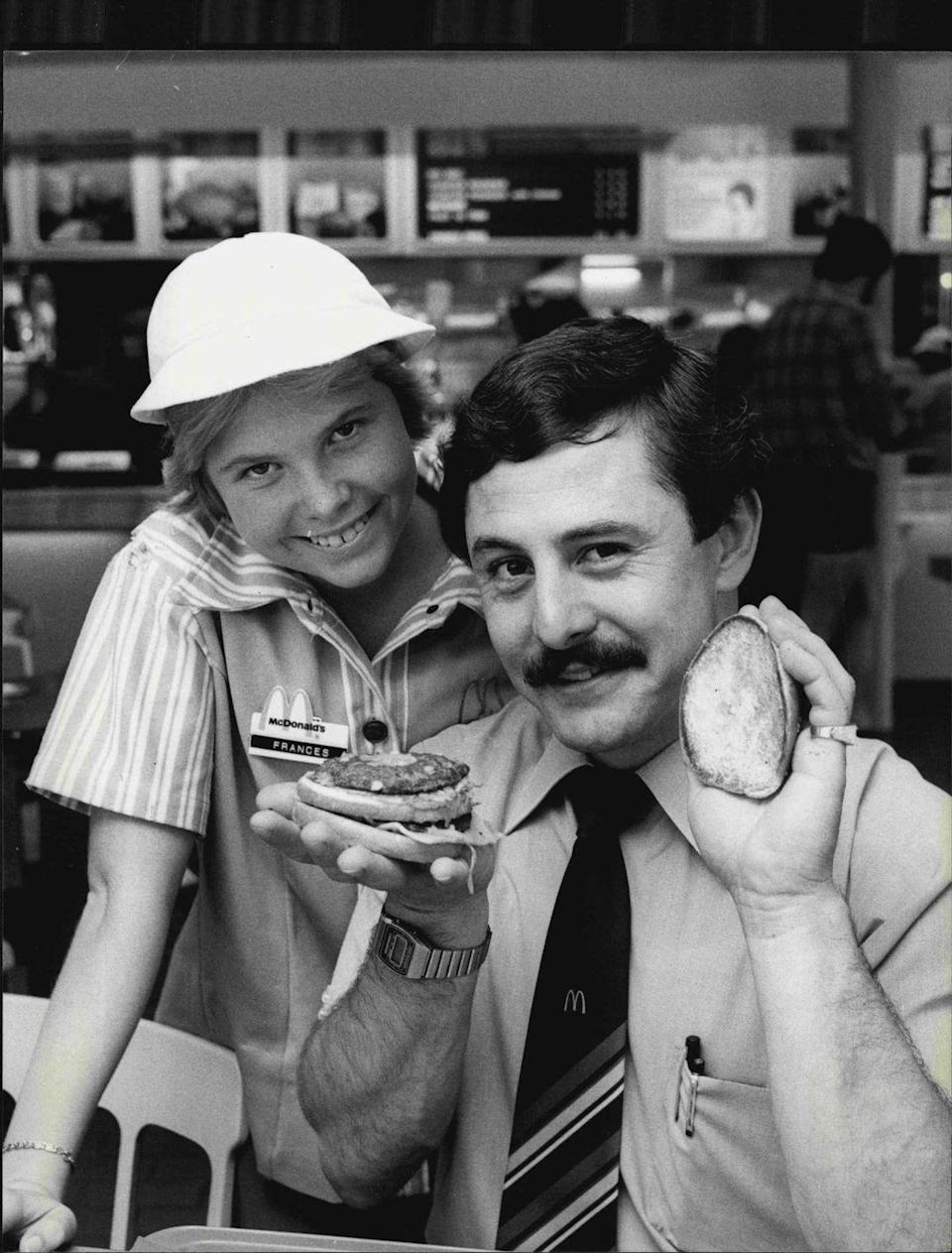 <p>Back in 1961, McDonald's started Hamburger University, a week-long course that gave managers a crash course in everything from customer service to kitchen protocol—and it still exists today. Here's a manager and student showing off what they learned in the '80s.</p>