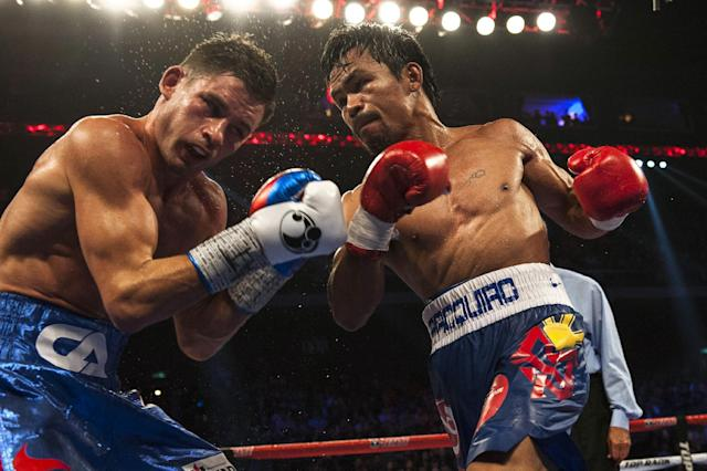 Manny Pacquiao (R) during his world welterweight championship boxing bout against Chris Algieri in Macau on November 23, 2014 (AFP Photo/Xaume Olleros)