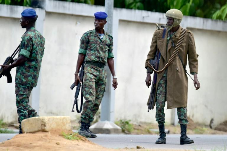 Mutinous soldiers seal off access to Ivory Coast's second city