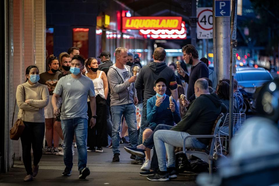 Photo shows crowds of people, some wearing masks and some not, on an Aussie street Source: Getty Images