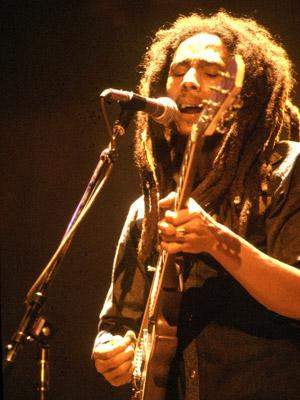 <p>Bob Marley jamming on stage in Chicago, Ilinois on 27th May, 1978</p>