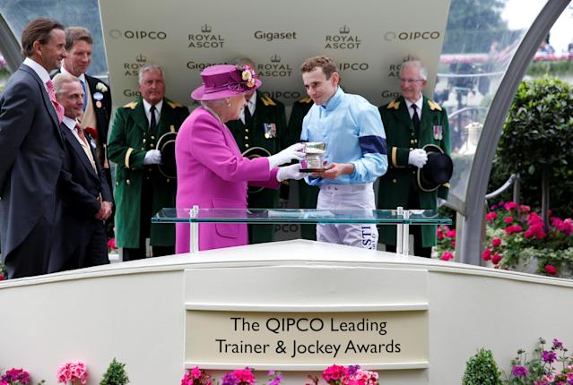 Horse Racing - Royal Ascot - Ascot Racecourse, Ascot, Britain - June 24, 2017 Britain's Queen Elizabeth presents the winners trophy to Tom Queally after The Tin Man won the 16:20 Diamond Jubilee Stakes Action Images via Reuters/Matthew Childs
