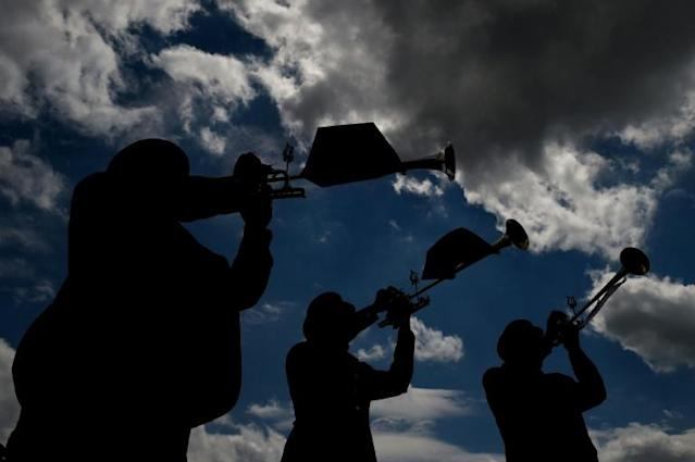 The Belmont Stakes buglers perform prior to the running of the 2014 Preakness Stakes at Pimlico Race Course in Baltimore (AFP Photo/Patrick Smith)