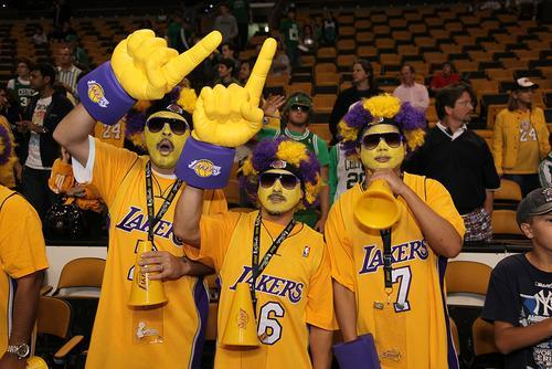 laker fans los angeles