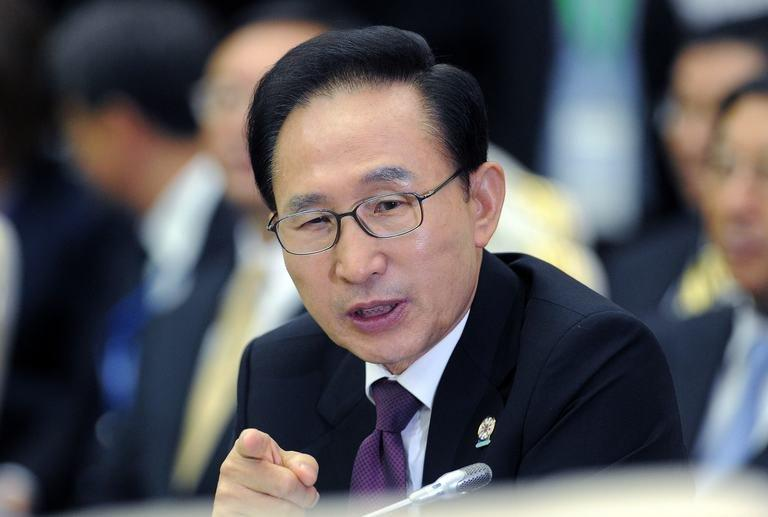 South Korean President Lee Myung-Bak in Phnom Penh on November 20, 2012. South Korea's outgoing president on Tuesday pardoned a host of former close aides and confidantes jailed for corruption, despite criticism from his successor