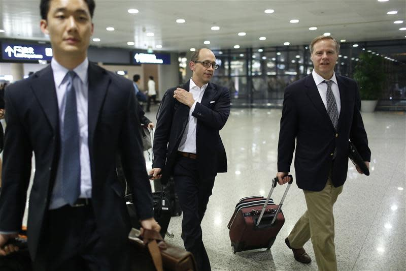 Twitter CEO Costolo arrives at Shanghai's Pudong Airport
