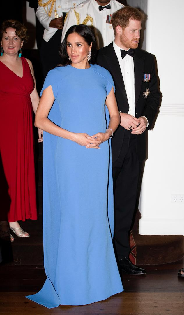 For a state dinner at the Grand Pacific Hotel in Fiji, the expectant mother dressed her bump in a £1,095.00 Fiji blue gown by Safiyaa. <em>[Photo: Getty]</em>