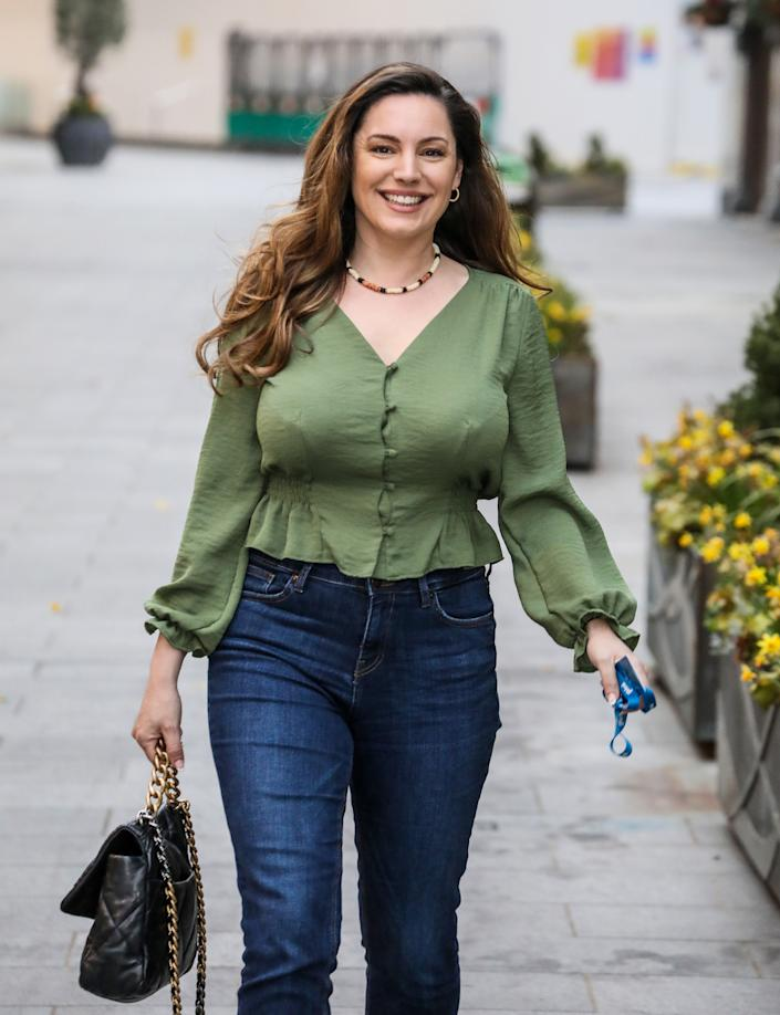 LONDON, UNITED KINGDOM - 2021/03/31: Kelly Brook seen departing from her Heart FM show at the Global Radio Studios in London. (Photo by Brett Cove/SOPA Images/LightRocket via Getty Images)
