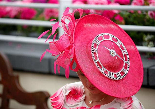 <p>A racegoer during Ladies Day at the Royal Ascot horse races in Ascot, Britain on June 22, 2017. (Toby Melville/Reuters) </p>