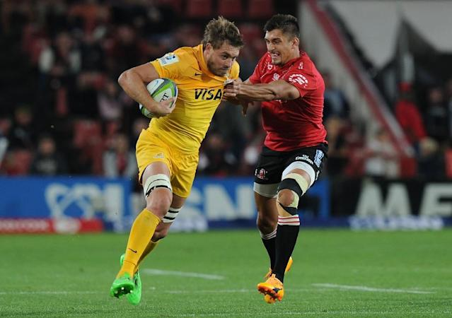 Lions' Harold Voster (R) vies with Jaguares' Rodrigo Baez during the SUPERXV rugby match between Lions and Jaguares at Ellis Park rugby stadium on April 21, 2017 (AFP Photo/STRINGER)