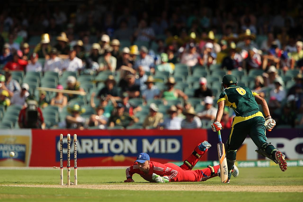 ADELAIDE, AUSTRALIA - JANUARY 26: Jos Buttler of England attempts a run out during game five of the One Day International Series between Australia and England at Adelaide Oval on January 26, 2014 in Adelaide, Australia.  (Photo by Daniel Kalisz/Getty Images)