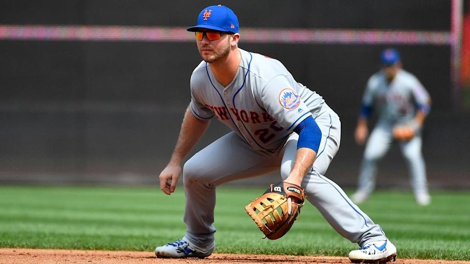 Pete Alonso in first base crouch grey uniform