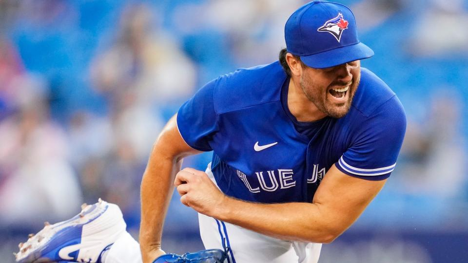 TORONTO, ONTARIO - AUGUST 25: Robbie Ray #38 of the Toronto Blue Jays pitches to the Chicago White Sox in the first inning during their MLB game at the Rogers Centre on August 25, 2021 in Toronto, Ontario, Canada. (Photo by Mark Blinch/Getty Images)