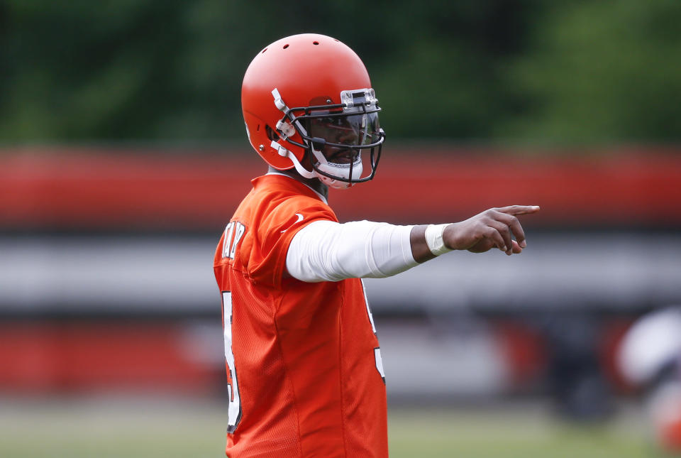 Cleveland's Tyrod Taylor has unwavering support from head coach Hue Jackson, who insists the veteran is the team's No. 1 quarterback. (AP)