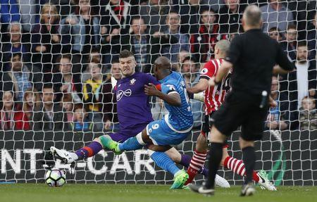 Britain Soccer Football - Southampton v AFC Bournemouth - Premier League - St Mary's Stadium - 1/4/17 Bournemouth's Benik Afobe misses a chance to score Action Images via Reuters / John Sibley Livepic