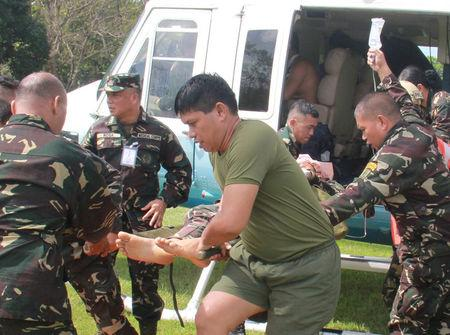 Soldiers unload from a presidential helicopter a wounded member of Philippine President Rodrigo Duterte's presidential security group who was airlifted at an army camp in Cagayan de Oro after being hit in a roadside bomb attack in Lanao del Sur, Philippines November 29, 2016. Armed Forces of the Philippines/Handout via REUTERS
