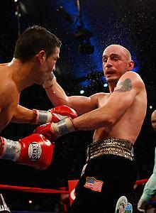 Sergio Martinez rallied in the late rounds and took the middleweight title from Kelly Pavlik