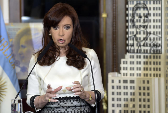 Argentina's President Cristina Fernandez de Kirchner speaks during a ceremony at the governmemt house in Buenos Aires on July 31, 2014 (AFP Photo/Daniel Garcia)
