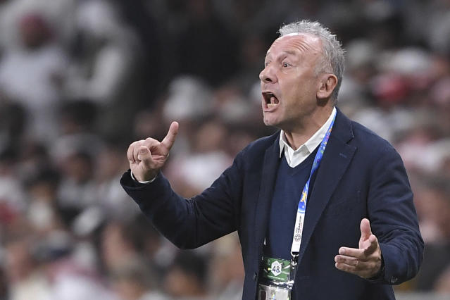 United Arab Emirates' head coach Alberto Zaccheroni, of Italy, directs his team during the AFC Asian Cup quarterfinal soccer match between United Arab Emirates and Australia at Hazza Bin Zayed Stadium in Al Ain, United Arab Emirates, Friday, Jan. 25, 2019. (AP Photo/Hassan Ammar)