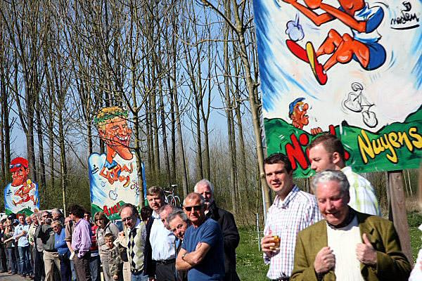 Fans line the roads at the 2007 Tour of Flanders