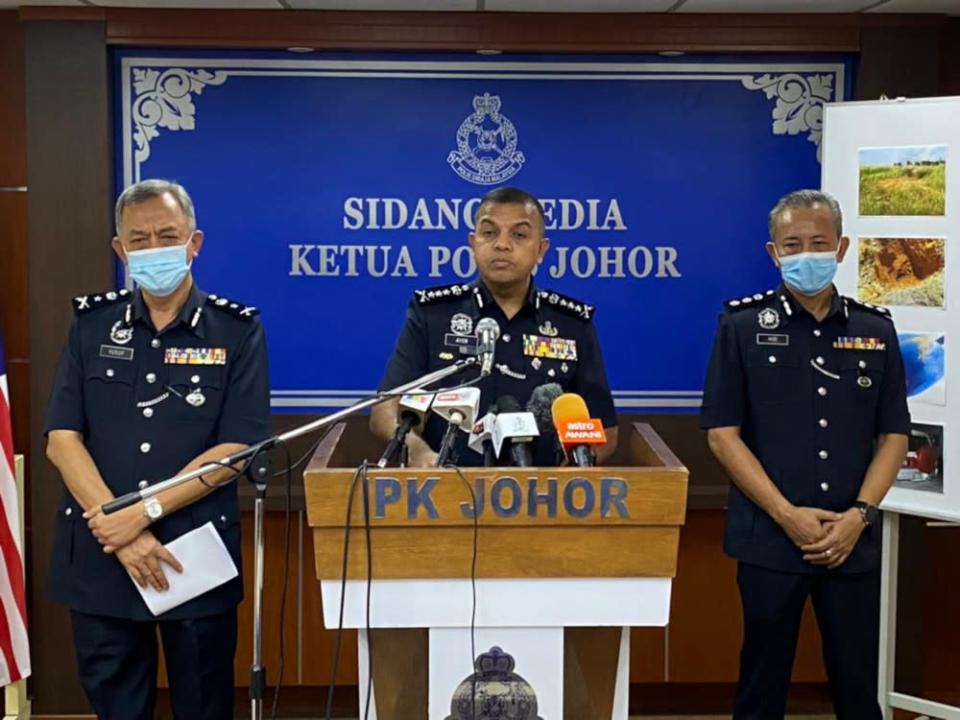 Johor police chief Datuk Ayob Khan Mydin Pitchay (centre) said the husband later admitted that he had shot the victim's abdomen using an air rifle. — Picture by Ben Tan