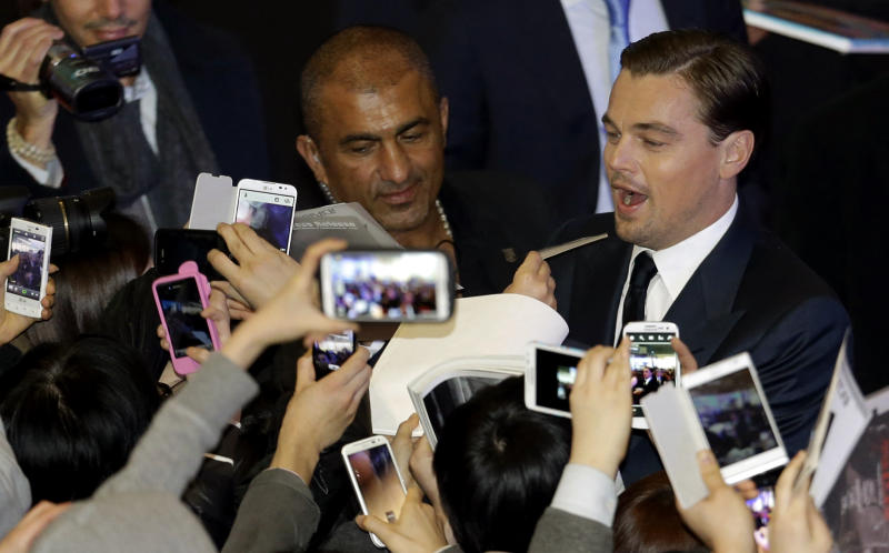 """Actor Leonardo DiCaprio signs autographs for fans during the premiere of his new film """"Django Unchained"""" in Seoul, South Korea, Thursday, March 7, 2013. DiCaprio is in Seoul to promote the film which is to be released in South Korea on March 21. (AP Photo/Lee Jin-man)"""