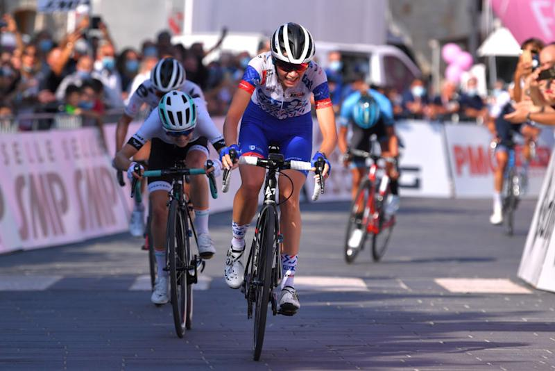 MOTTAMONTECORVINO ITALY SEPTEMBER 19 Sprint Arrival Evita Muzic of France and Team FDJ Nouvelle Aquitaine Futuroscope Niamh FisherBlack of New Zealand and Team Paule Ka during the 31st Giro dItalia Internazionale Femminile 2020 Stage 9 a 1099km stage from Motta Montecorvino to Motta Montecorvino 645m GiroRosaIccrea GiroRosa on September 19 2020 in Motta Montecorvino Italy Photo by Luc ClaessenGetty Images