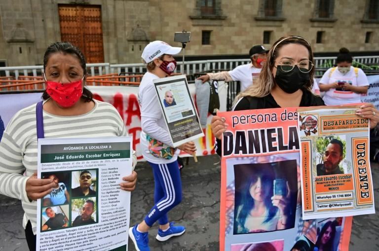Relatives of missing Mexicans protest outside the presidential palace on International Day of the Victims of Enforced Disappearances (AFP/PEDRO PARDO)