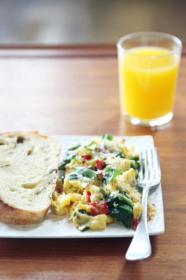 """<p>Nothing beats a simple scramble to keep you feeling full until lunch. Adding veggies increases the fiber (and flavor) of the dish, and that fiber helps with satiation, too. </p> <p><strong>Protein:</strong> 15 grams</p> <p><strong>Get the recipe:</strong> <a href=""""http://www.popsugar.com/food/Scrambled-Eggs-Spinach-Bell-Peppers-37438038/"""" class=""""ga-track"""" data-ga-category=""""Related"""" data-ga-label=""""http://www.popsugar.com/food/Scrambled-Eggs-Spinach-Bell-Peppers-37438038/"""" data-ga-action=""""In-Line Links"""">spinach and sun-dried tomato scramble</a><a class=""""ga-track"""" data-ga-category=""""Related"""" data-ga-label="""""""" data-ga-action=""""In-Line Links""""></a></p>"""