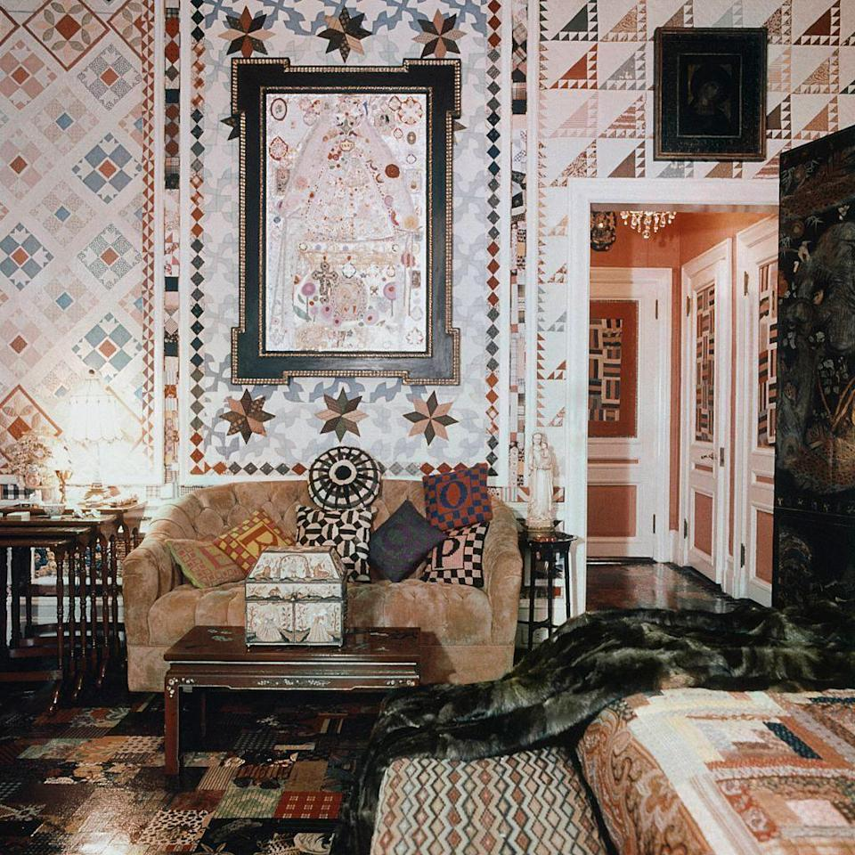 <p>Fashion icon and society heiress Gloria Vanderbilt took the homespun quilt to new heights by bedecking the walls, ceilings, curtains, and floors of her famous New York City apartment with patchwork, seen here in 1970. <br></p>