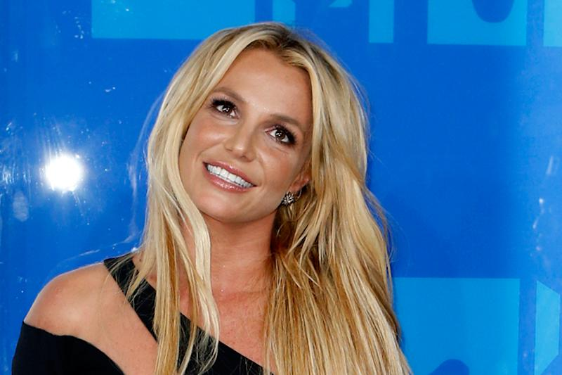 Britney Spears Goes Back to Her Signature Blonde Look, See Pic
