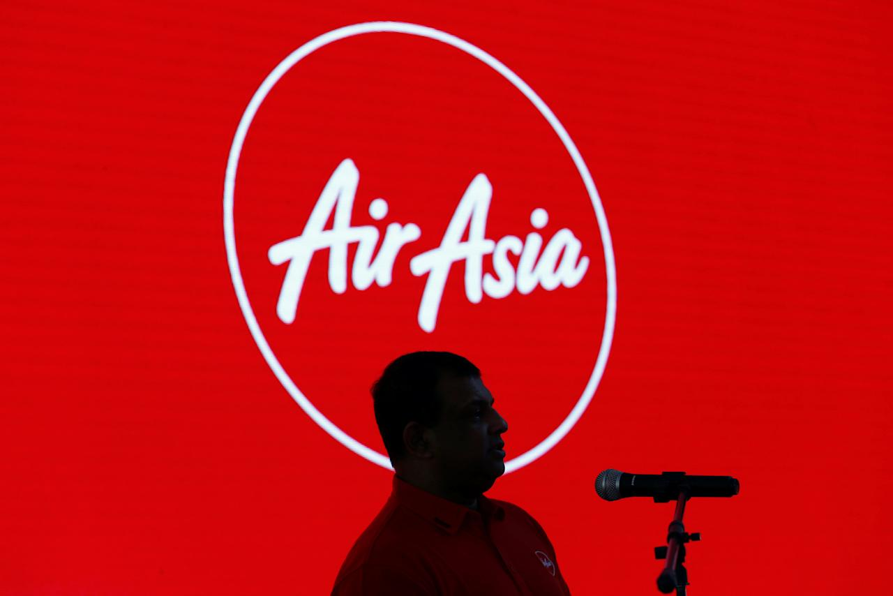 AirAsia Group CEO Tony Fernandes speaks during a news conference at AirAsia headquarters in Sepang, Malaysia December 13, 2017. REUTERS/Lai Seng Sin