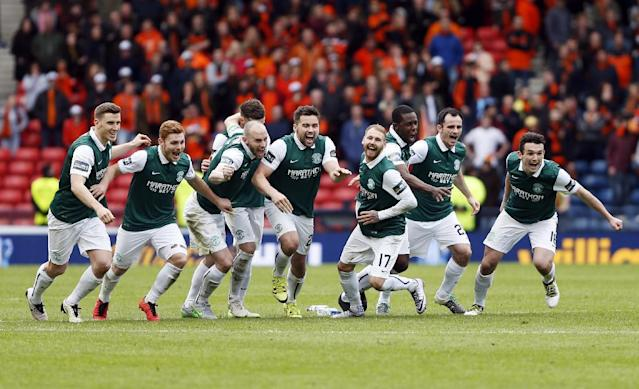 Football Soccer - Hibernian v Dundee United - William Hill Scottish Cup Semi Final - Hampden Park, Glasgow, Scotland - 16/4/16 Hibernian players celebrate after winning the penalty shootout Action Images via Reuters / Russell Cheyne Livepic EDITORIAL USE ONLY.