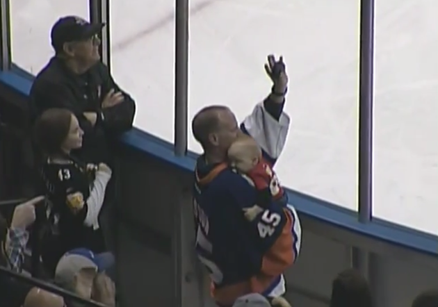 Hockey fan superdad catches puck at AHL game while holding sleeping baby (Video)