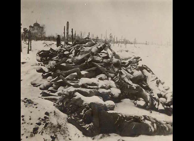 "In the 1920s, when a famine hit areas of Russia, multiple acts of cannibalism were recorded. ""Parents kill children,"" wrote one reporter in The New York Times in May 1922. (Photo: victims of the famine in Russia collected at a cemetery)."