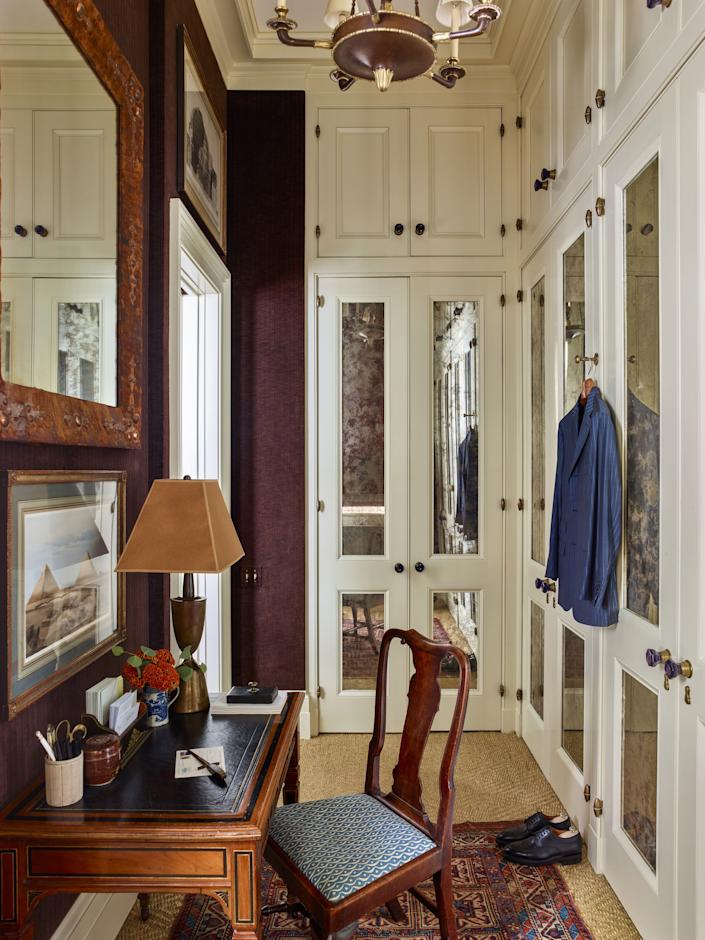 """<div class=""""caption""""> The dressing room channels Schafer's classical leanings with a painted wood chandelier from <a href=""""https://sutterantiques.com/"""" rel=""""nofollow noopener"""" target=""""_blank"""" data-ylk=""""slk:Sutter Antiques"""" class=""""link rapid-noclick-resp"""">Sutter Antiques</a>, a 19th-century English Arts and Crafts writing table and suede-and-copper mirror, and a Queen Anne side chair from Cove Landing. Above the table hang an 18th-century engraving by Giovanni Battista Piranesi and a 19th-century lithograph by David Rogers. </div>"""