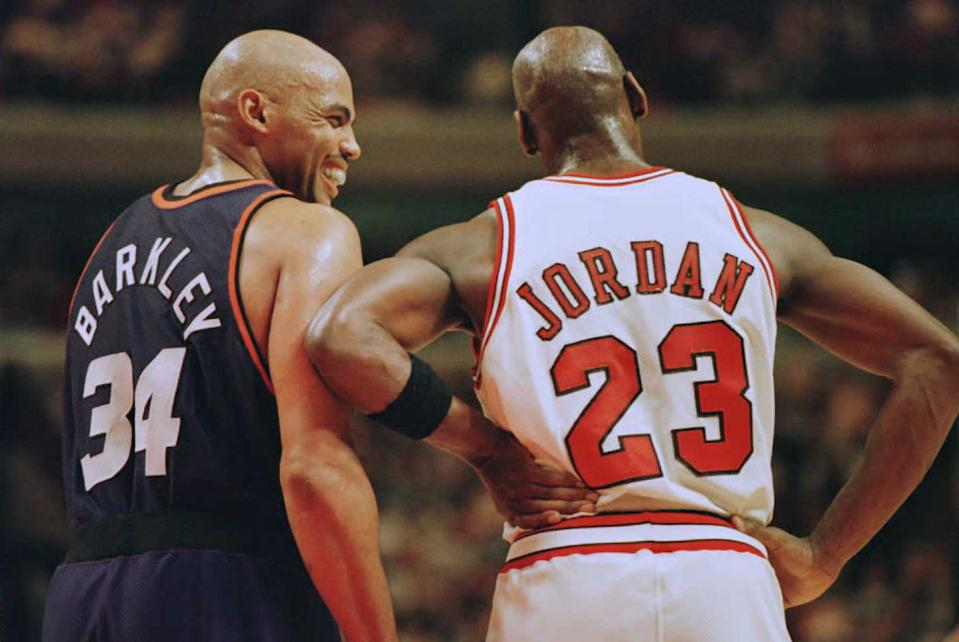 CHICAGO, IL - JANUARY 28:  Phoenix Suns forward Charles Barkley (34) laughs at a foul call with Chicago Bulls guard Michael Jordan (23) in the first half 28 January 1996 at the United Center in Chicago.  The Bulls won 93-82. Jordan scored 31 points, and Barkley scored 20 with 16 rebounds.  (Photo credit should read BRIAN BAHR/AFP via Getty Images)