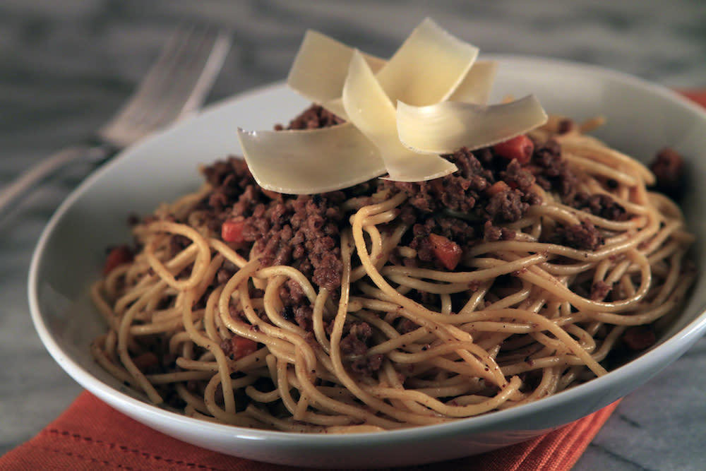 <p>It may seem simple, but don't forget that spaghetti bolognese is the perfect opportunity to get all Lady and the Tramp. Go on, admit it, you've always wanted to recreate that moment. [Photo: Getty] </p>
